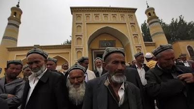 Demi Hentikan Pembangunan Masjid, Anti-Islam Cina Gunakan Darah Babi