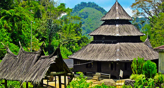 Masjid tuo kayu jao objek wisata reeligi di kabupaten solok