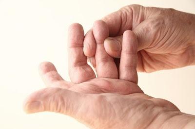 penyebab-benjolan-di-jari-tangan