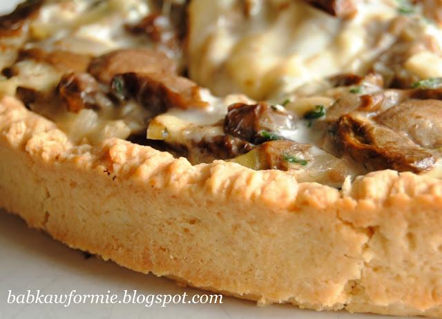 krucha tarta z leśnymi grzybami podgrzybkami i serem babkawformie.blogspot.com