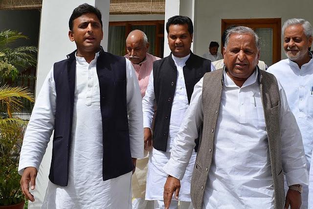अखिलेश ने शिवपाल को कैबिनेट से किया बाहर, मुलायम ने रामगोपाल को पार्टी से निकाला