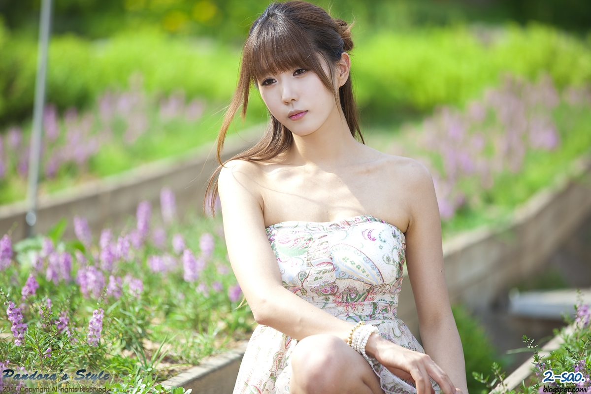 Heo Yun Mi - Outdoors in a Strapless Dress The most