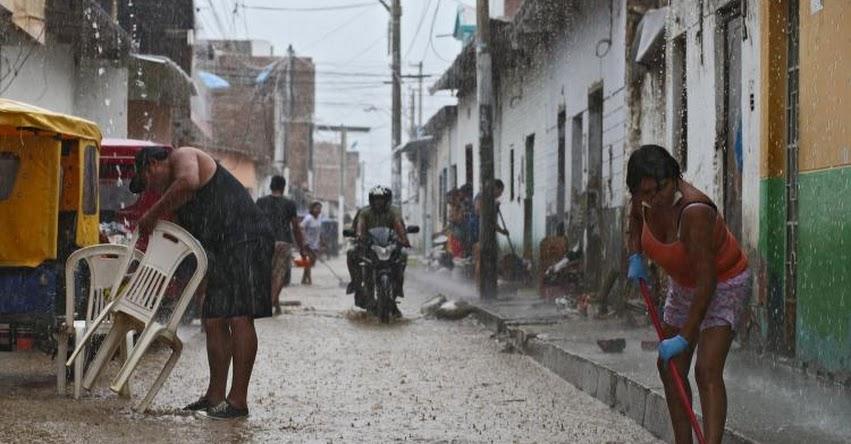 Intensa lluvia golpeó Chiclayo durante esta madrugada y causó aniegos en diversas zonas