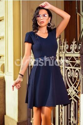 Rochie de zi ieftina in croi clos bleumarin cu broderie florala
