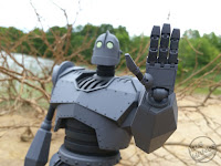 Mondo's Iron Giant Deluxe Action Figure Giant Robot Toy