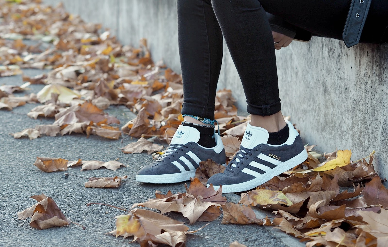 styling dark grey Adidas gazelle