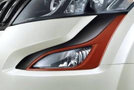 2017 Mahindra XUV500 Sportz Limited Edition fog lamp graphics