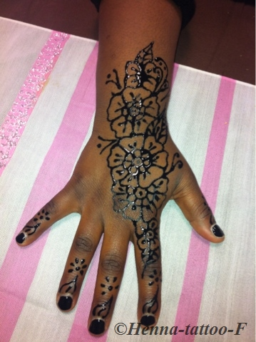henna tattoo by f day for women journ e pour les femmes. Black Bedroom Furniture Sets. Home Design Ideas