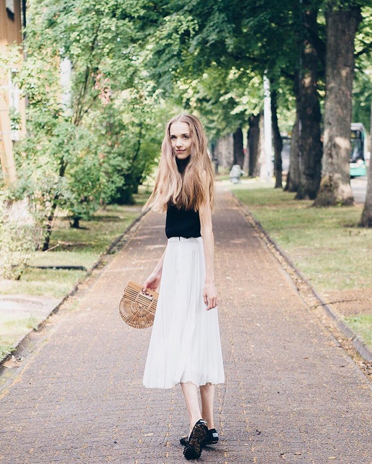 how-to-wear-pleated-midi-skirt-fashion-blogger-outfit-inspiration