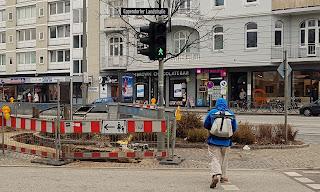 Fußweg mit Schild