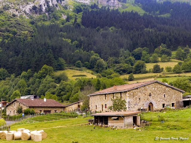 Via Verde de Arrazola, baserri Urrutia por El Guisante Verde Project