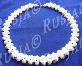 Жемчужное ожерелье из бисера