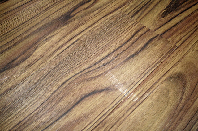 removing scuffs from vinyl flooring