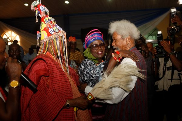 wole soyinka calls nigerian photographers thugs
