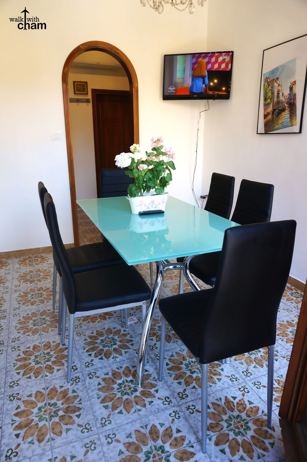 Garden Walk Dining: Walk With Cham: Da Vinci Canal And Garden View Airbnb In