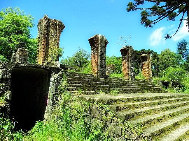 O Cassino Palace Hotel, em Canela: Hoje, as ruínas do hotel são atração turística