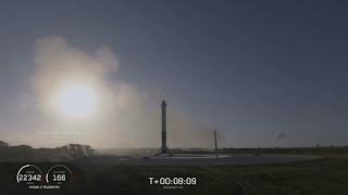 Boczne człony pomyślnie wylądowały w strefach LZ-1 i LZ-2. Credit: SpaceX