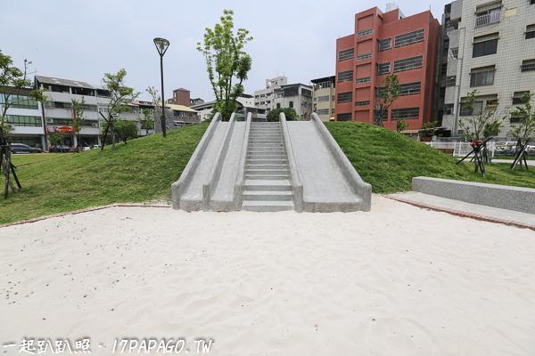 台中西區|東昇公園(細兒215公園)|磨石子溜滑梯|沙坑|綠草坪|特色公園|親子景點|12感官遊具