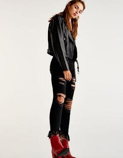 https://www.pullandbear.com/fr/femme/nouveaut%C3%A9s/jean-skinny-fit-bas-effiloch%C3%A9-c1030017536p500393524.html#800