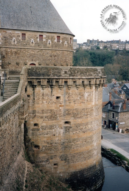 FOUGERES (35) - Château-fort (XIIe-XVe siècles)