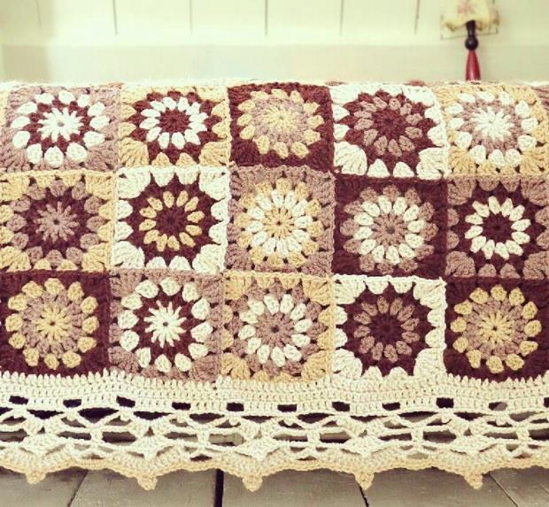 crochet blanket, coverlet, bedspred - crochet granny flower square motif - vintage