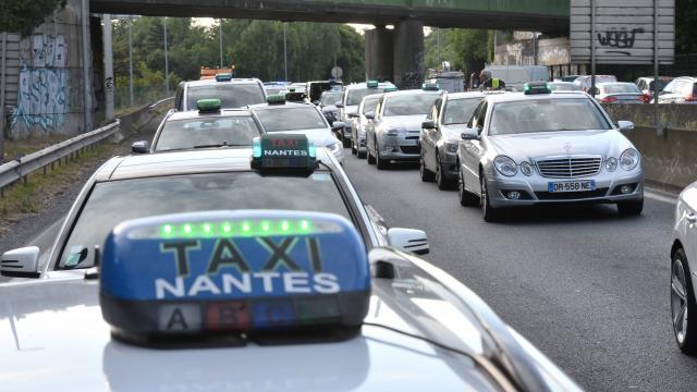 Táxi do aeroporto de Bordéus até o centro
