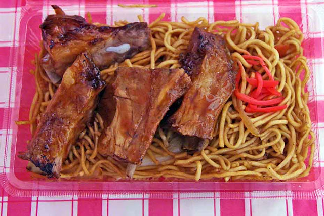 Barbecued pork ribs in yakisoba