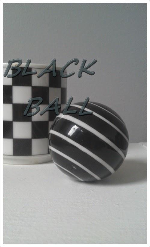 czarna kula, ozdoba, kulka, czarno białe paski