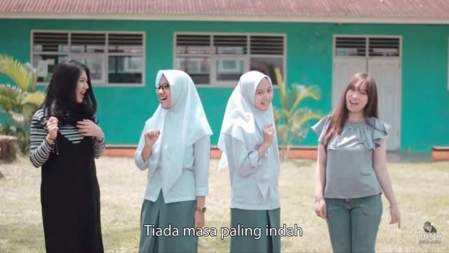 Putih Abu Abu - Kisah Kasih Di Sekolah