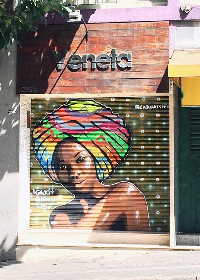 Grafite de mulher na rua Augusta Cajuartsffiti