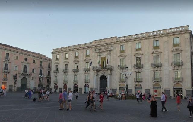 palazzo dell'università in via etnea