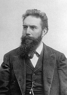 Penemu Sinar Rontgen adalah Wilhelm Conrad Rontgen dari Jerman