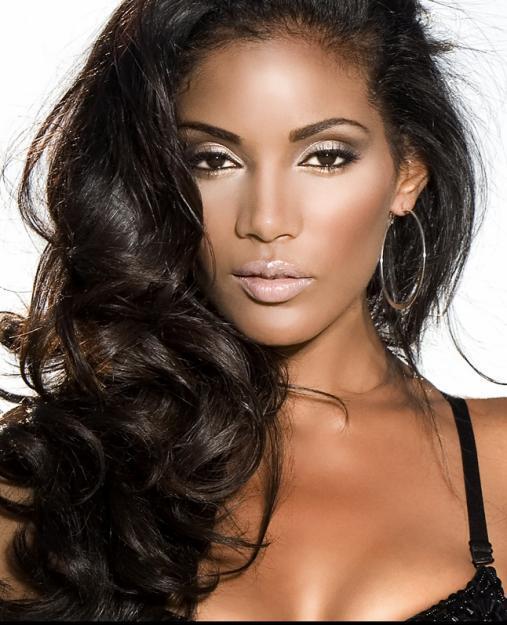 Mujer negra pelo ondulado