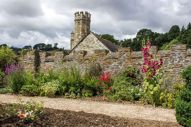What Types Of Flowers Make Up An English Garden