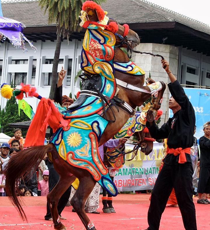 Kuda Renggong ~ Kesenian Indonesia,Melestarikan Budaya ...