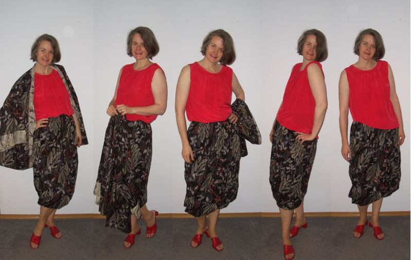 Ballonrock mit rotem Seidentop und Kimonojacke kombiniert