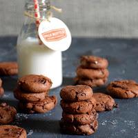 Bolachas de chocolate com pepitas de chocolate