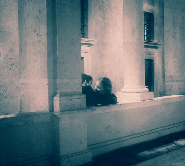 Street photography, bacio a Roma