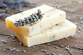 Préparer un savon fait maison pour la peau acnéique Publier