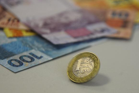 Temer assina decreto que diminui valor do Salário mínimo para 2018