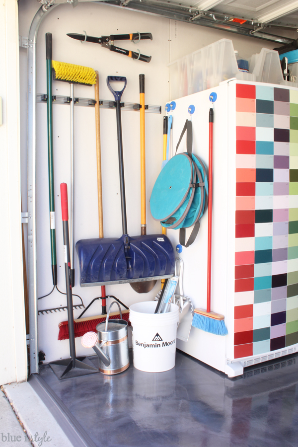 Garage yard tool organization hang brooms shovels rakes. Brilliant Ways to Organize the Garage   Blue i Style