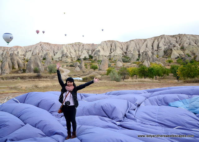 Lady went hot air ballooning in Turkey