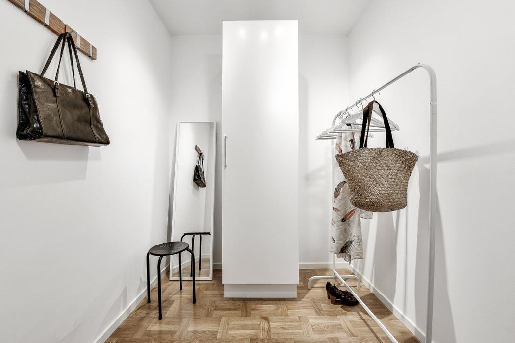 vestidor apartamento decoracion blanco y negro