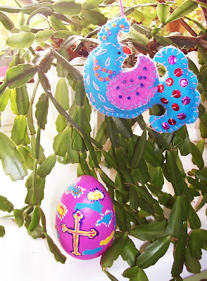 птица Счастья из фетра и деревянное яйцо, расписанное к Пасхе - дуэт