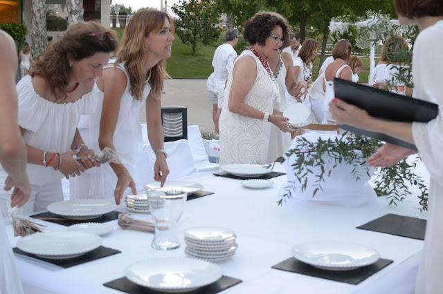 """Sopar en Blanc Mataró"""