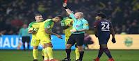 Απίστευτο γεγονός! Διαιτητής έκανε  τάκλιν σε ποδοσφαιριστή και μετά τον απέβαλε! ➤〝ΒΙΝΤΕΟ〞