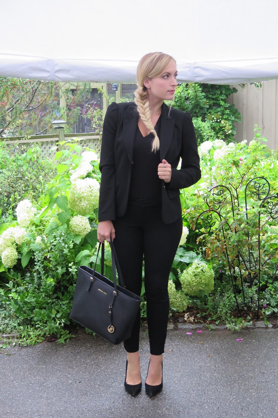 black-blazer-outfit-idea