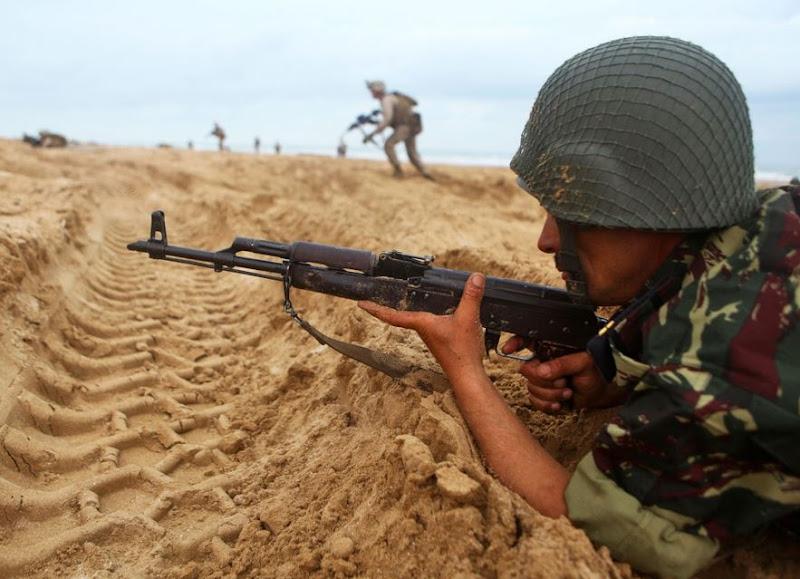 Un soldat tue un colonel et deux autres soldats dans une caserne militaire.