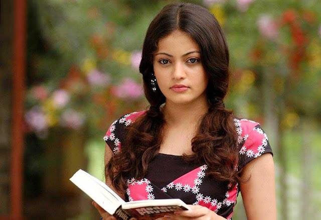 Hot actress Tamil Sneha Ullal