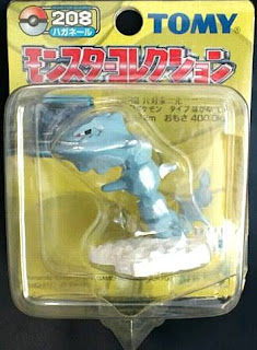 Steelix Pokemon figure Tomy Monster Collection yellow package series